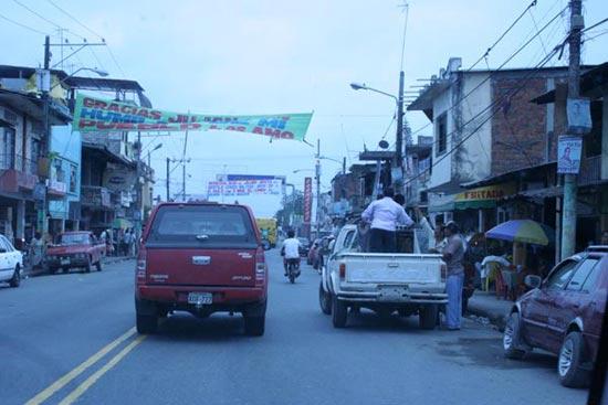 Hauptstrasse durch Babahoyo in Richtung Quevedo.