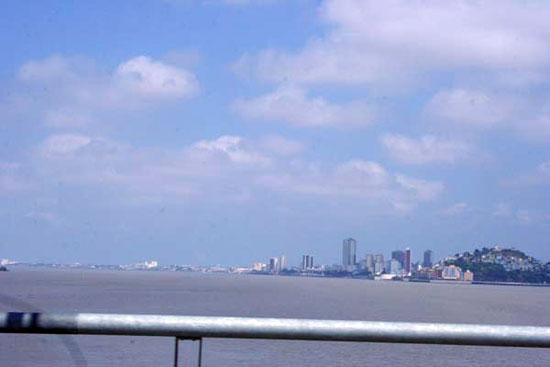 Skyline von Guayaquil mit amerikanischen Dimensionen.