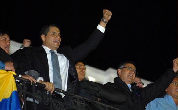 Präsident Correa nach seiner Befreiung am Donnerstagabend