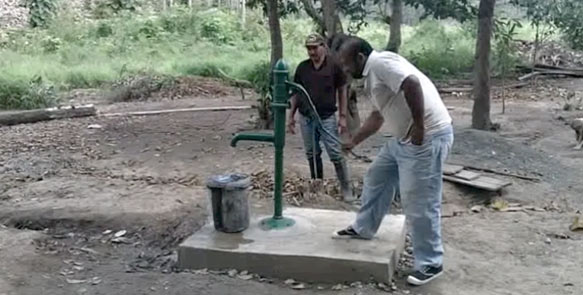 Auf allen Teakplantagen werden Brunnen angelegt um die Wasserversorgung für die Mitarbeiter sicherzustellen