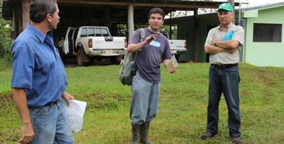 Life Forestry Forst-Ing. Manuel Solis, FSC-Auditor Ing. Fallas und Carlos Rivera